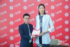中国女排国家队队长朱婷在杭州举办万色益+朱婷粉丝见面会