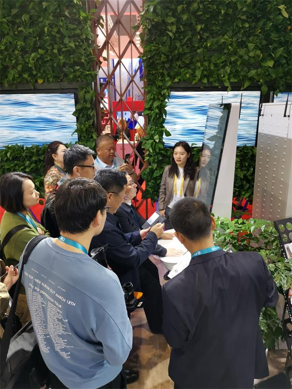 妙健康健康监测一体机亮相进博会,引领行业科技发展方向